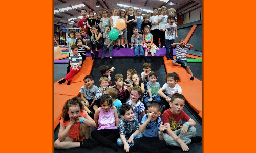group photo of kids birthday party